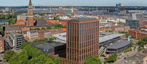 REVITALIS und DERECO legen Grundstein für das HAMPTON BY HILTON an der Sparkassen-Arena-Kiel