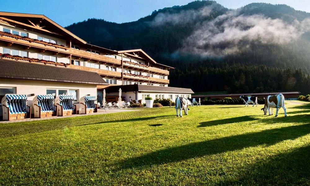 Rilano Group GmbH: Rilano eröffnet wieder das Resort in den Kitzbüheler Alpen: Das KUHOTEL by Rilano begrüßt ab dem  3. Juli seine Gäste.